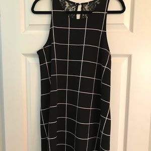 Cute black and white dress with pockets!